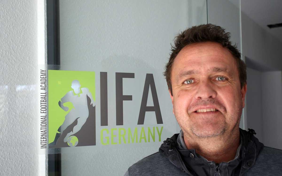 Thomas Kastler ist Initiator und Geschäftsführer der Internationalen Fußball Academy. Foto: Michael Horling