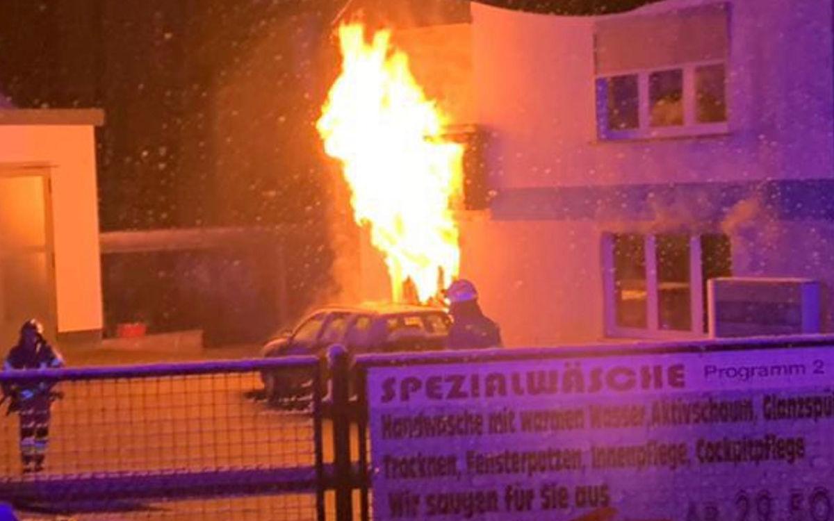 Ein Wohnhaus in Hof brannte am Mittwochmorgen (10.3.2021). Foto: NEWS5/Fricke