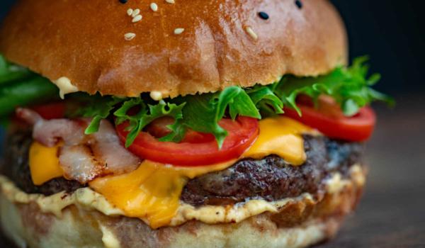 In Bayreuth öffnet bald ein neuer Burger-Laden. Symbolfoto: Pexels/Valeria Boltneva