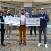 Am Montagvormittag (15.3.2021) hat der Bayreuther Friseur die Spenden aus seiner Charity-Aktion übergeben. Foto: Raphael Weiß