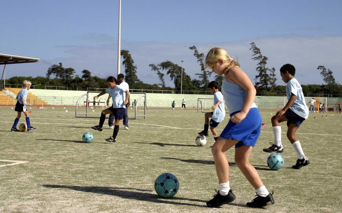 Das WWG Bayreuth bietet im neuen Schuljahr eine Fußballklasse an. Symbolbild: pixabay