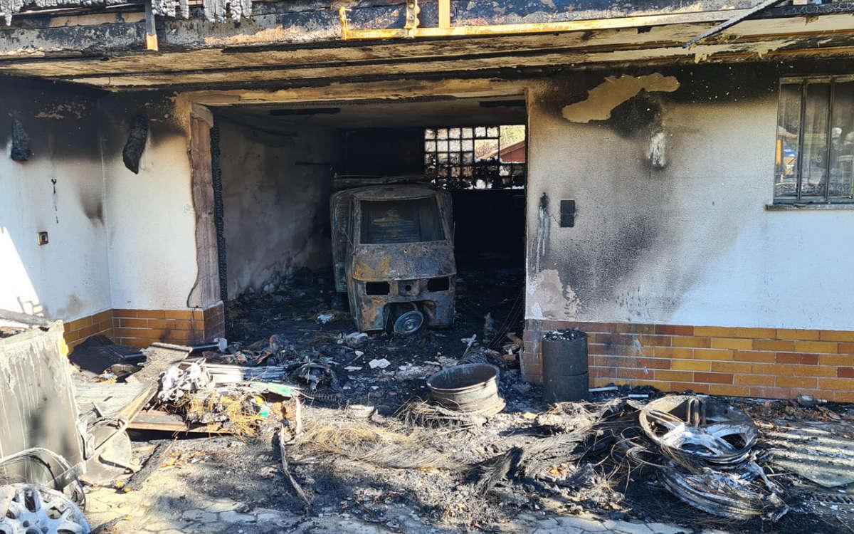 Feuer in Bindlach: Garage brennt ab. Foto: Feuerwehr Bindlach