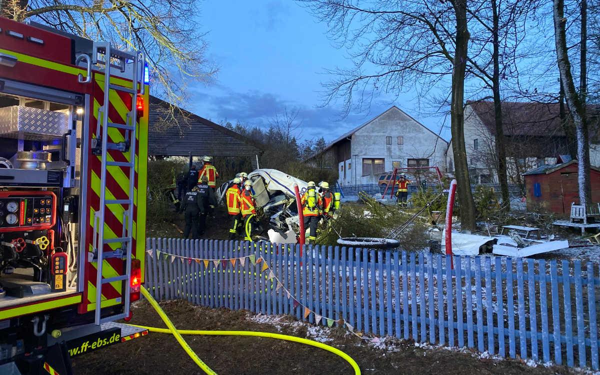 Flugzeug stürzt bei Ebermannstadt ab. Pilot stirbt. Foto: Oßwald/News5