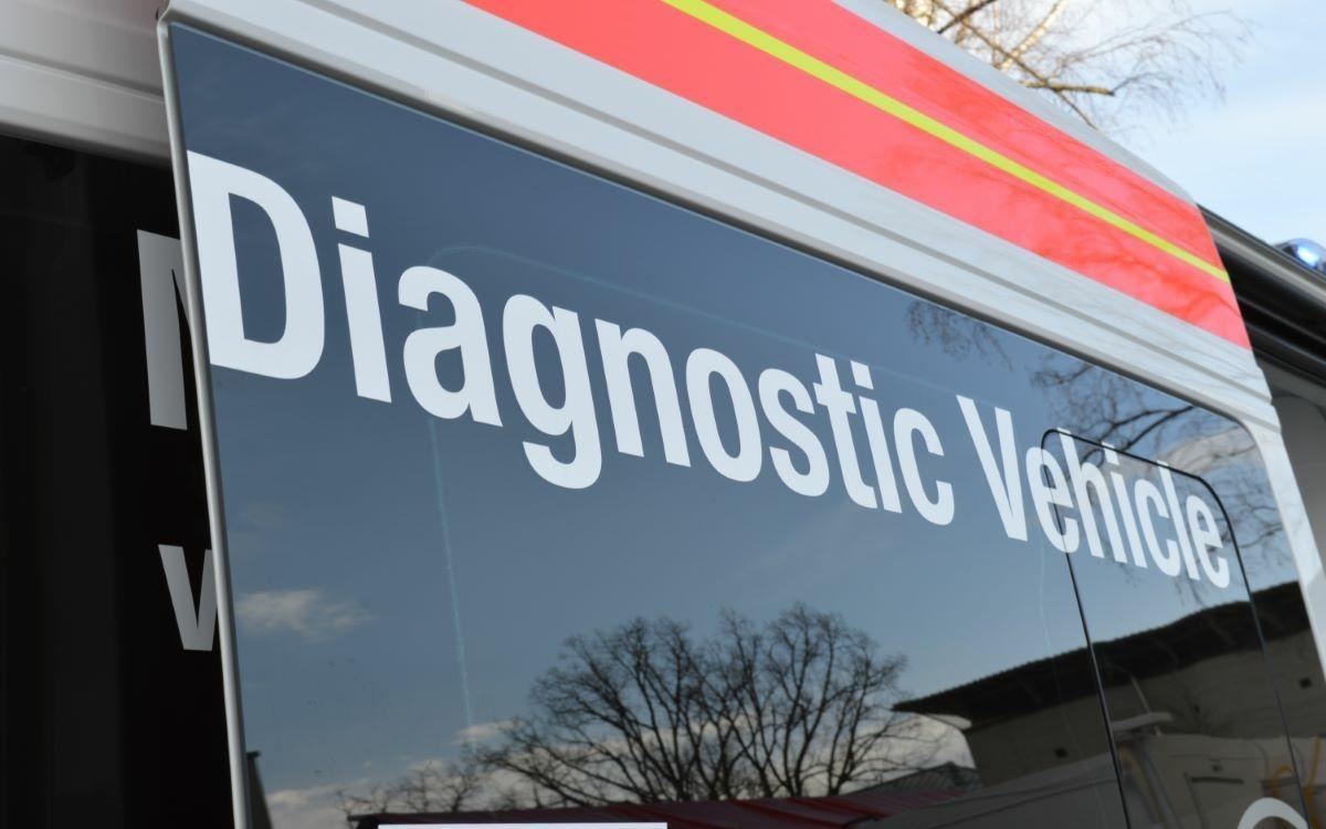 In einem Feldtest hat der BRK Kreisverband ein innovatives PCR-Testmobil auf Herz und Nieren geprüft. Am Donnerstag (18.3.2021) wurde es der Presse vorgestellt. Foto: Raphael Weiß