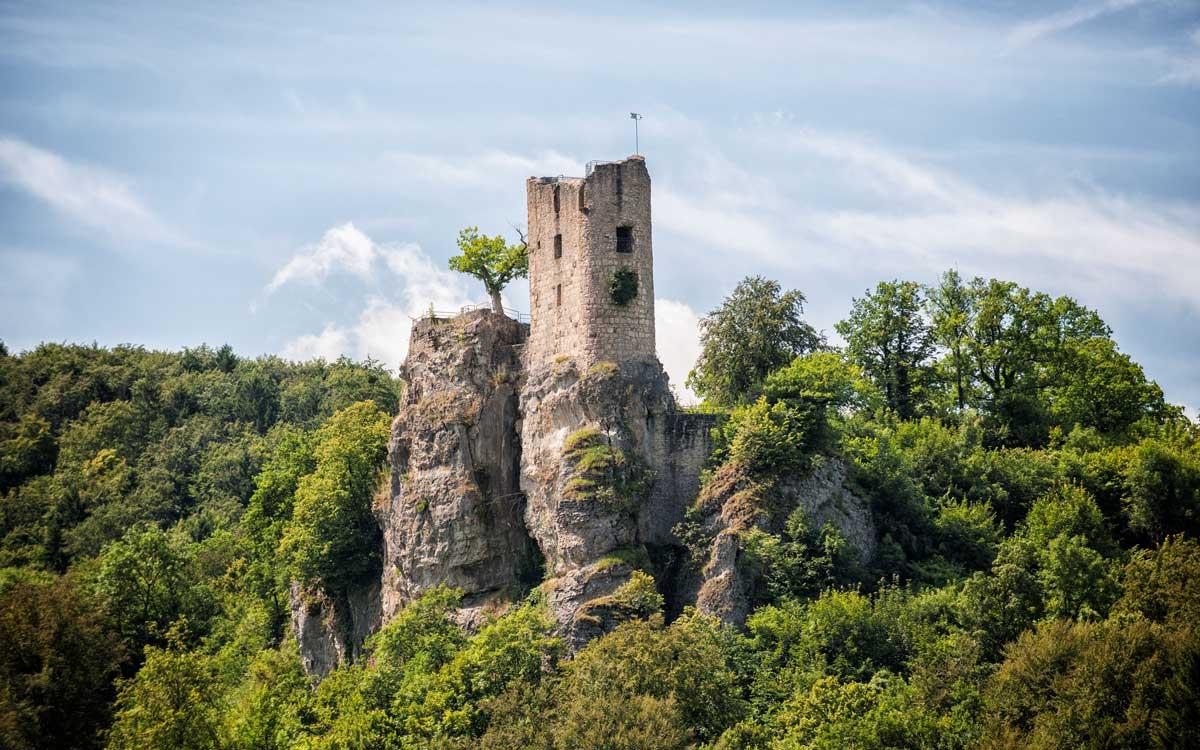 Die Burgruine Neideck ist nur eine von vielen Sehenswürdigkeiten in der Fränkischen Schweiz. Foto: TZ Fraenkische Schweiz / Florian Trykowski