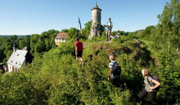 In der Fränkischen Schweiz warten viele tolle Wanderwege auf Sie. Foto: FrankenTourismus/FRS/Hub