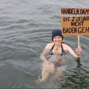 Bayreuther Klimaschützer gehen baden - als Protest. Foto: Students for Future Bayreuth