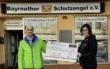 Scheckübergabe: Der Verein St. Georgen swingt hilft dem Bayreuther Schutzengel e.V. in der Corona-Krise. Foto: Jürgen Lenkeit
