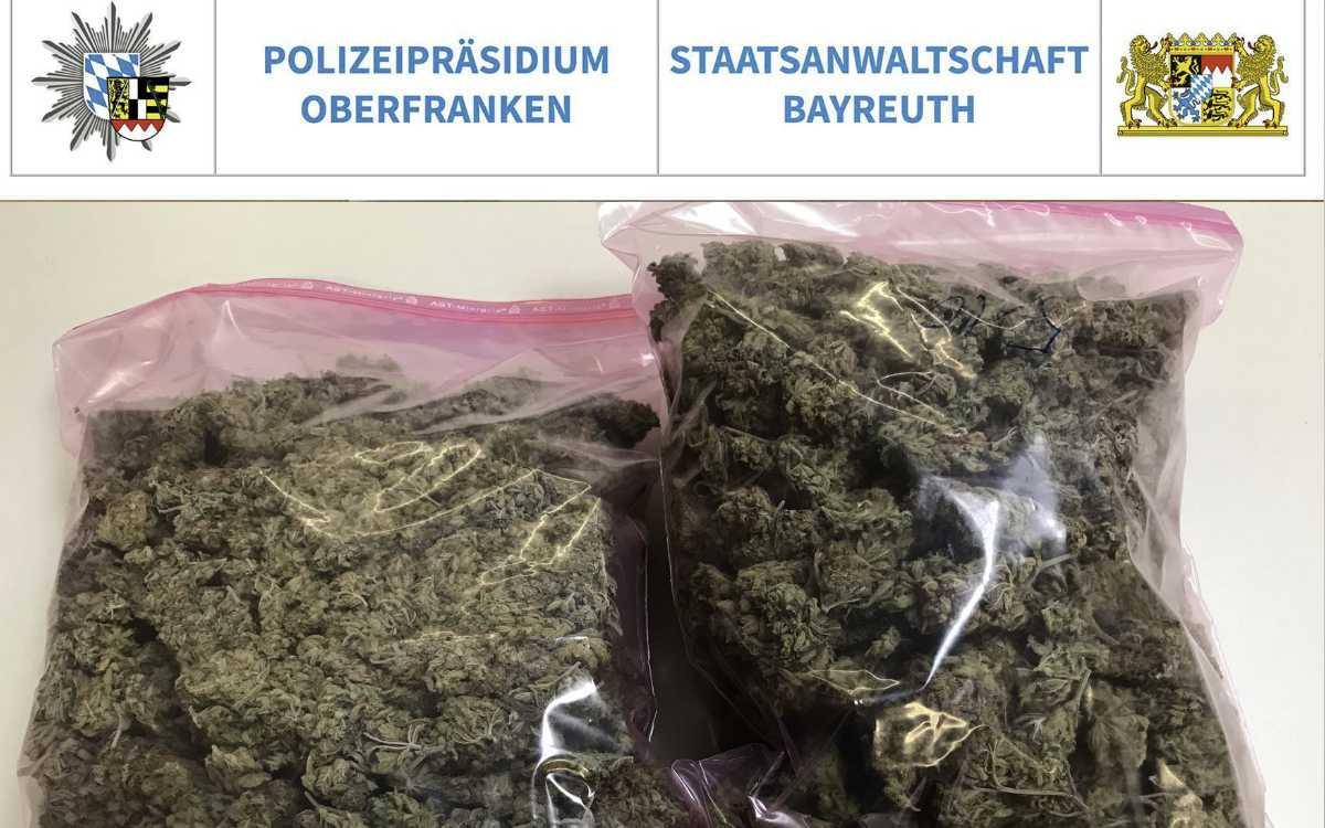 Auf der A9 im Kreis Bayreuth hat die Polizei fast ein Kilo Marihuana sichergestellt. Foto: Polizei Oberfranken