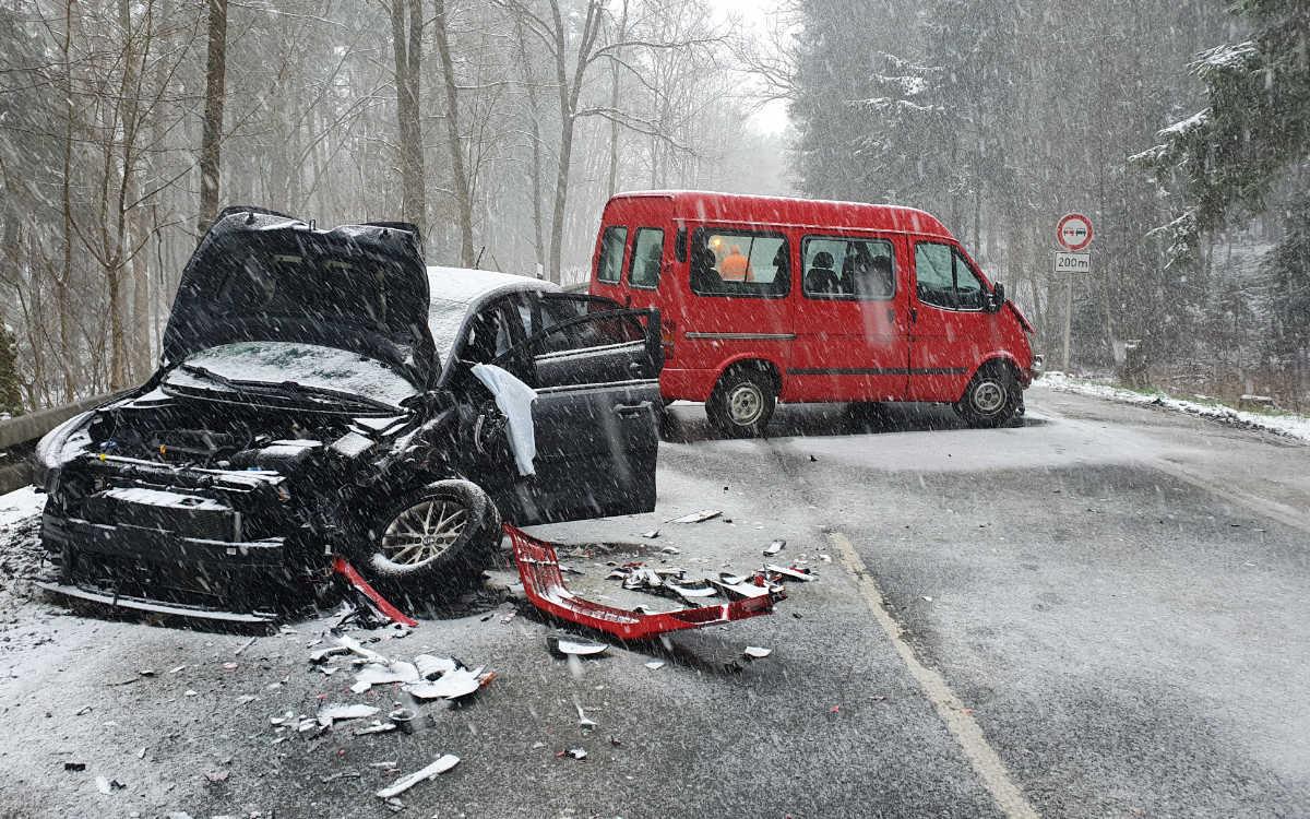 Unfall bei Mistelbach im Kreis Bayreuth. Foto: NEWS5 / Kettel