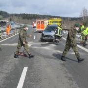 Heftiger Unfall auf der A93: Die Bundeswehr hat das Trümmerfeld aufgeräumt. Foto: Verkehrspolizei Hof