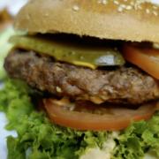 Lebensmittel-Rückruf bei Rewe und Edeka: Vegetarischer Burger wird zurückgerufen. Es besteht Gefahr für die Gesundheit. Symbolfoto: Pixabay