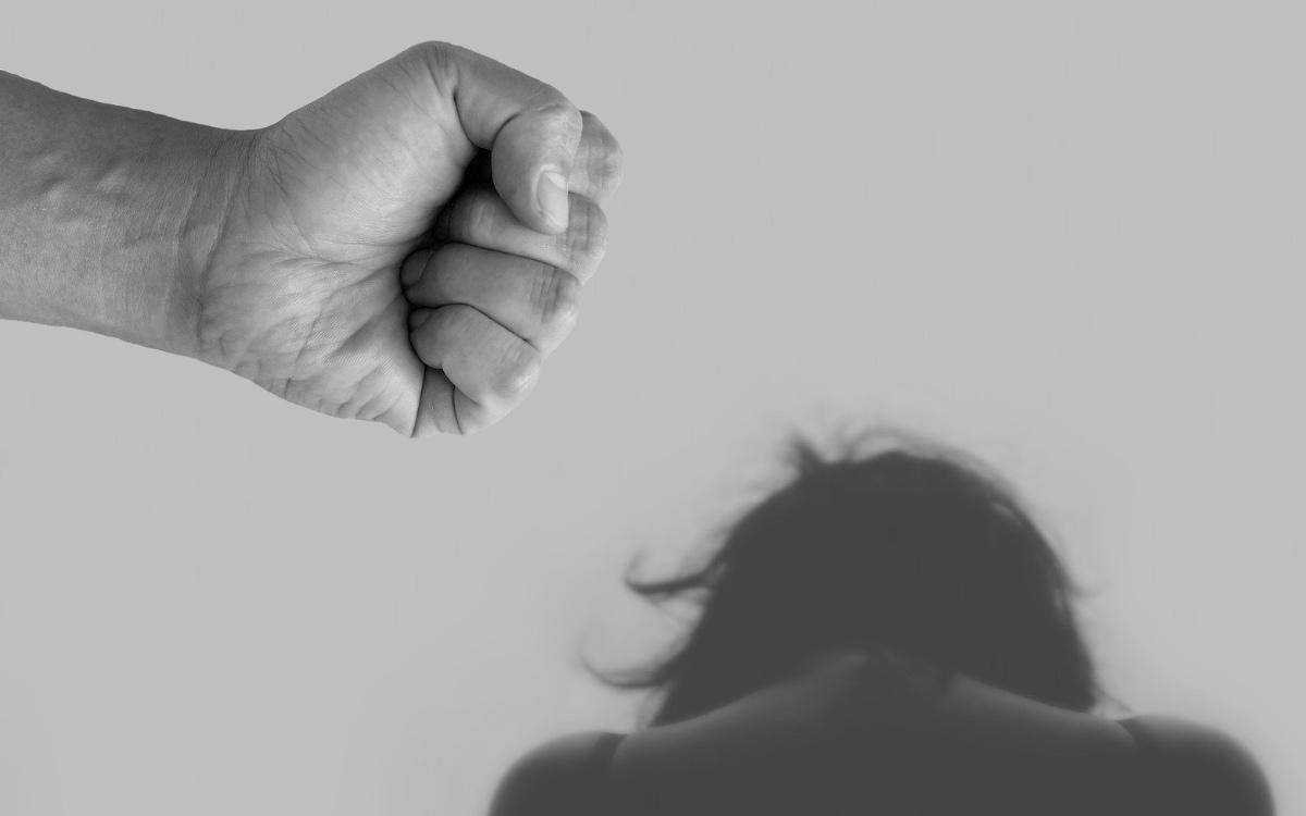 Ein Betrunkener hat seine Freundin geschlagen und randaliert. Er drohte sogar, vom Balkon zu springen. Symbolfoto: Pixabay