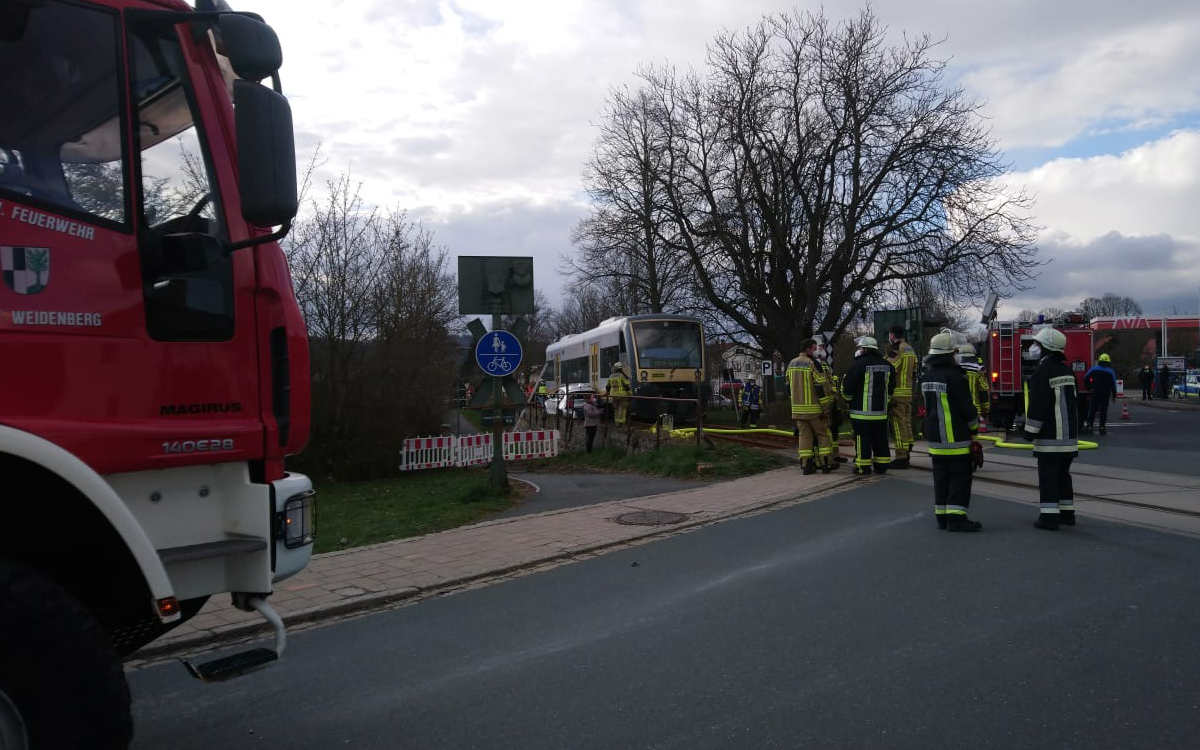 Unfall in Weidenberg mit Zug und Auto. Foto: Raphael Weiß