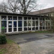 Der Verbindungsbau der Grundschule St. Georgen. Bald steht hier ein Neubau mit Offener Ganztagsbetreuung. Bild: Jürgen Lenkeit
