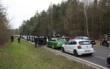 Hunderte trauern um 18-jährigen Biker: Fahrzeugkonvoi blockiert Bundesstraße. Foto: News5/Merzbach