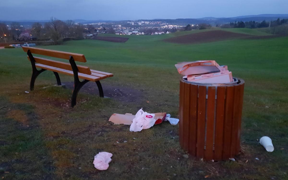 Die Judenwiese an der Bürgerreuth: Vermehrt Müll. Bild: Jürgen Lenkeit