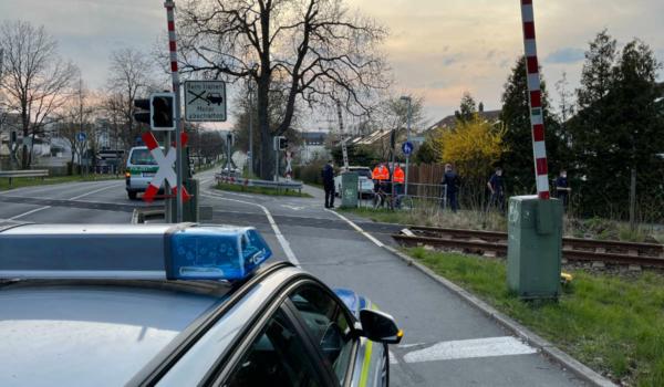 Eine Radfahrerin ist bei einem Unfall in Bayreuth gestorben. Sie ist mit einem Zug kollidiert. Jetzt ist der Bahnübergang Thema im Bayreuther Bauausschuss. Foto: NEWS5/Fricke