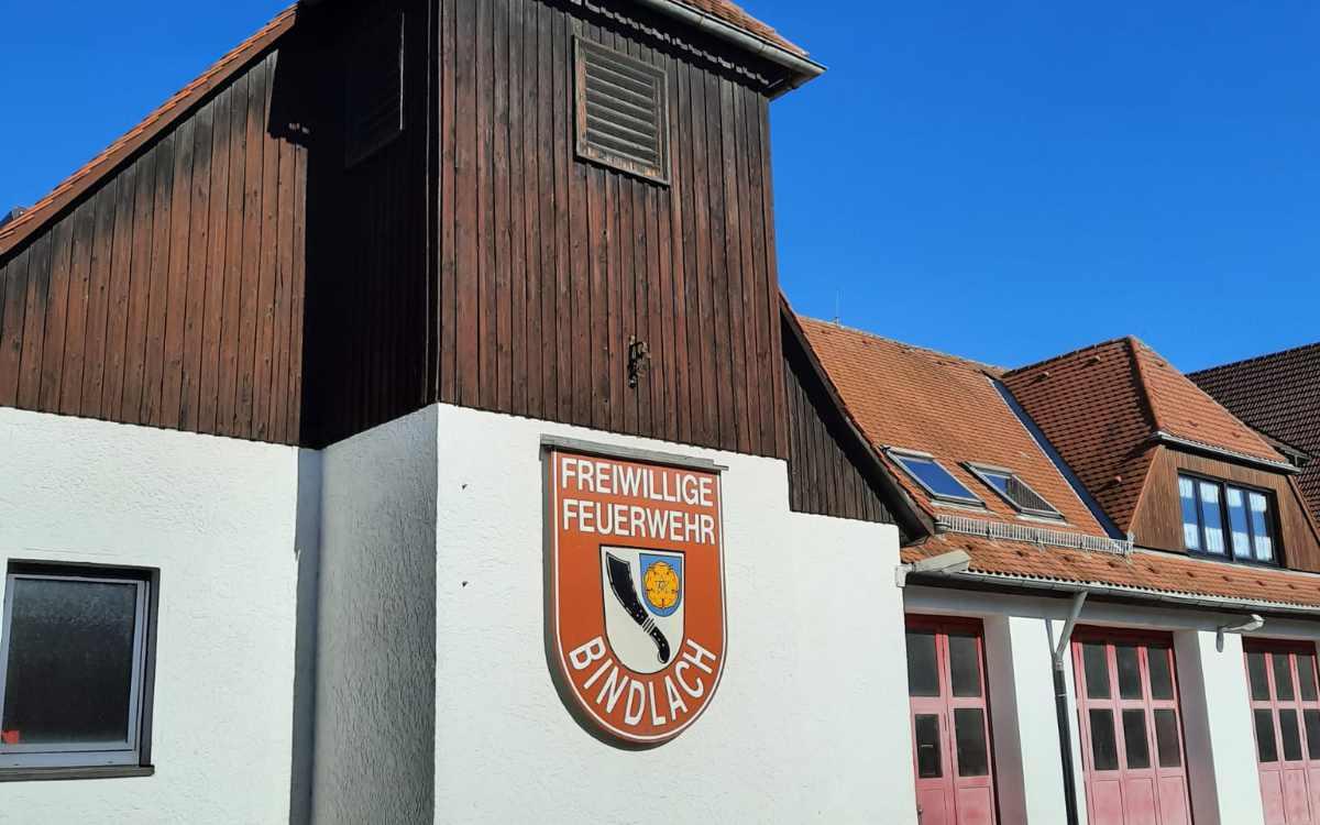 Das bisherige Feuerwehrhaus im Ortskern wird bald abgelöst. Das neue Feuerwehrhaus wird am Ortseingang in der Leuschnitzstraße gebaut. Bild: Jürgen Lenkeit