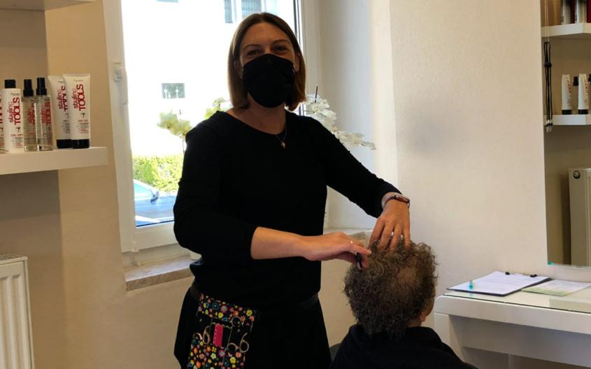 Der beste Friseur in Bayreuth: Inhaberin Sabine Eicher in ihrem Salon HaarZeitlos. Bild: Jürgen Lenkeit