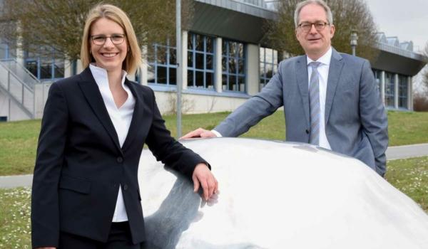 Die neue Kanzlerin der Universität Bayreuth Dr. Nicole Kaiser mit Uni-Präsident Prof. Dr. Stefan Leible. Foto: Uni Bayreuth