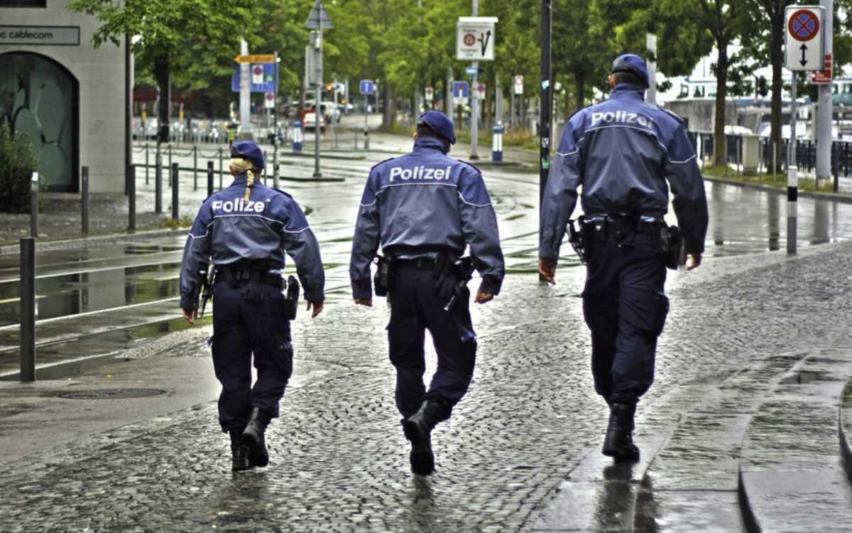Polizei, dein Freund und Helfer: Die Polizei Bayreuth hielt einen stark betrunkenen Mann davon ab, auf sein Fahrrad zu steigen. Symbolfoto: Pixabay