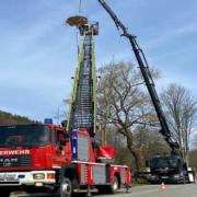 Die Feuerwehr Bindlach hat in Bad Berneck ein Storchennest erbaut. Foto: Feuerwehr Bindlach