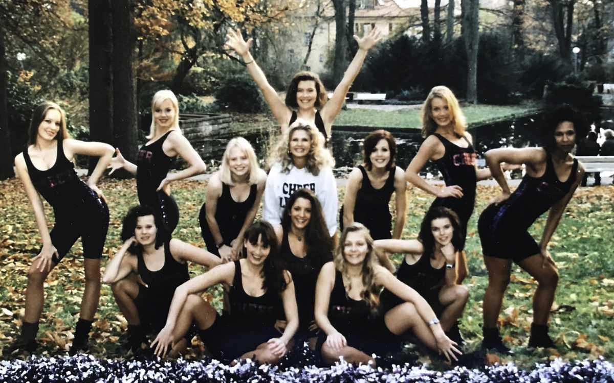 Die damaligen Cheerleader von Steiner Bayreuth im Bayreuther Hofgarten. Foto: Privat