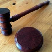 Das Bundesverfassungsgericht hat Eilanträge zur Ausgangssperre abgelehnt. Symbolbild: Pixabay