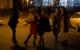 Taxi zum halben Preis beim Ausgehen. Marie Grieshammer, Carmen Hahn und Landrat Florian Wiedemann (v.l.n.r.) präsentieren das neue Fifty-Fifty-Taxi. Bild: Landratsamt Bayreuth
