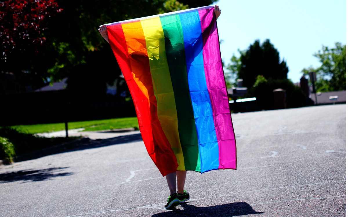 Lesbisch, schwul, bi-, trans- und intersexuell - eine UEFA-Entscheidung wird zum Politikum. Symbolbild: Pixels/Sharon McCutcheon
