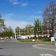 Das Bezirkskrankenhaus in Bayreuth hebt das Besuchsverbot auf. Archivfoto: Redaktion