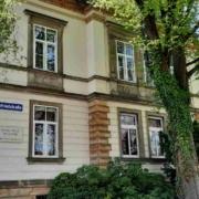 Die Unisex-Toilette wird auf dem Grundstück des Chamberlainhauses in der Wahnfriedstraße gebaut. Bild: Jürgen Lenkeit