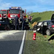 Tödlicher Unfall bei Brand bei Marktredwitz. Zwei Autos krachen frontal ineinander. Foto: Fricke/News5