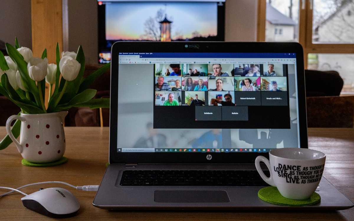 Entspannungstraining via Zoom statt im Studio - das bietet Ruhewelten aus Bayreuth aktuell an. Symbolbild: pixabay