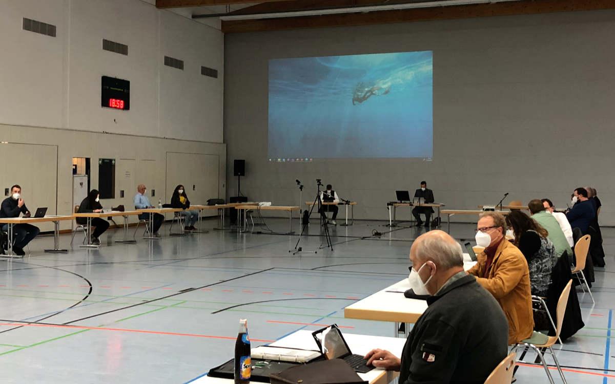 Der Bindlacher Gemeinderat am 17.5.2021 in der Bärenhalle. Bild: Jürgen Lenkeit