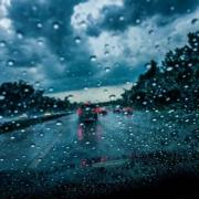 Auf der A9 schleuderte eine junge Frau ihr Auto bei Aquaplaning zu Schrott. Sie selbst blieb unverletzt. Symbolbild: Pixabay