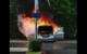 In der Spinnereistraße in Bayreuth hat ein Auto gebrannt. Feuerwehr und Polizei sind vor Ort. Foto: Privat
