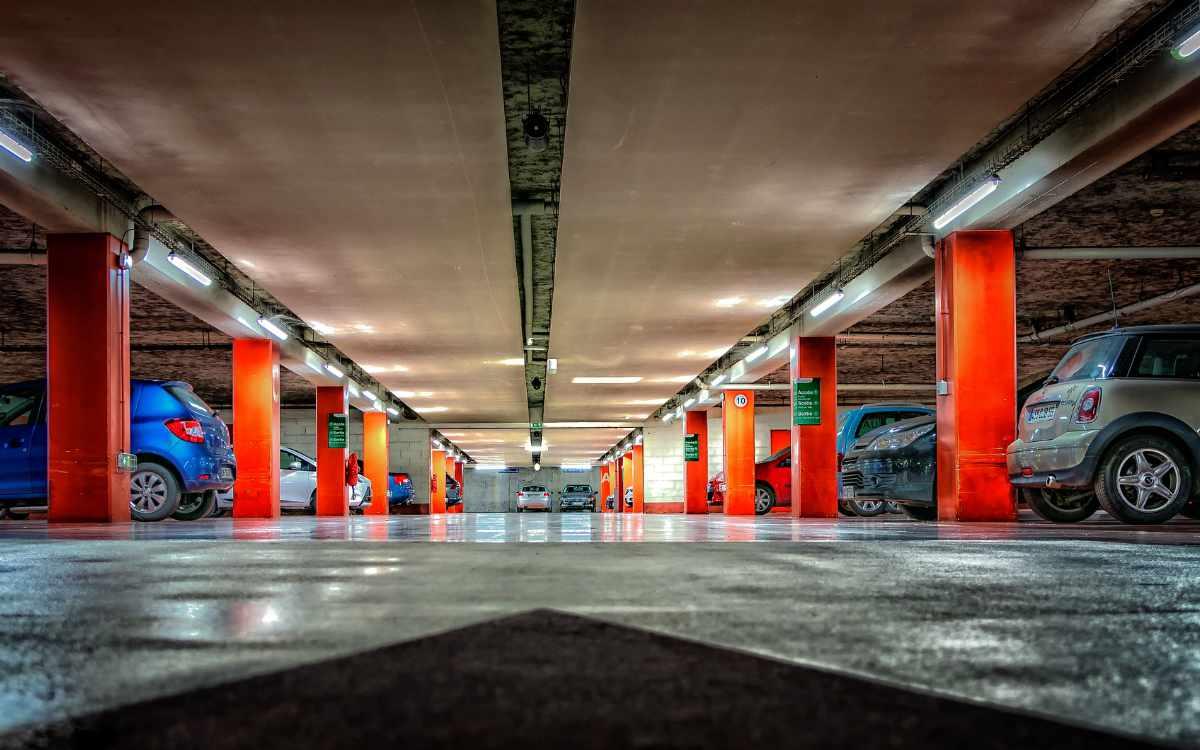 Ab September könnte es im Amazon-Parkhaus im Bayreuther Logistikpark ähnlich aussehen. Symbolbild: Pixabay