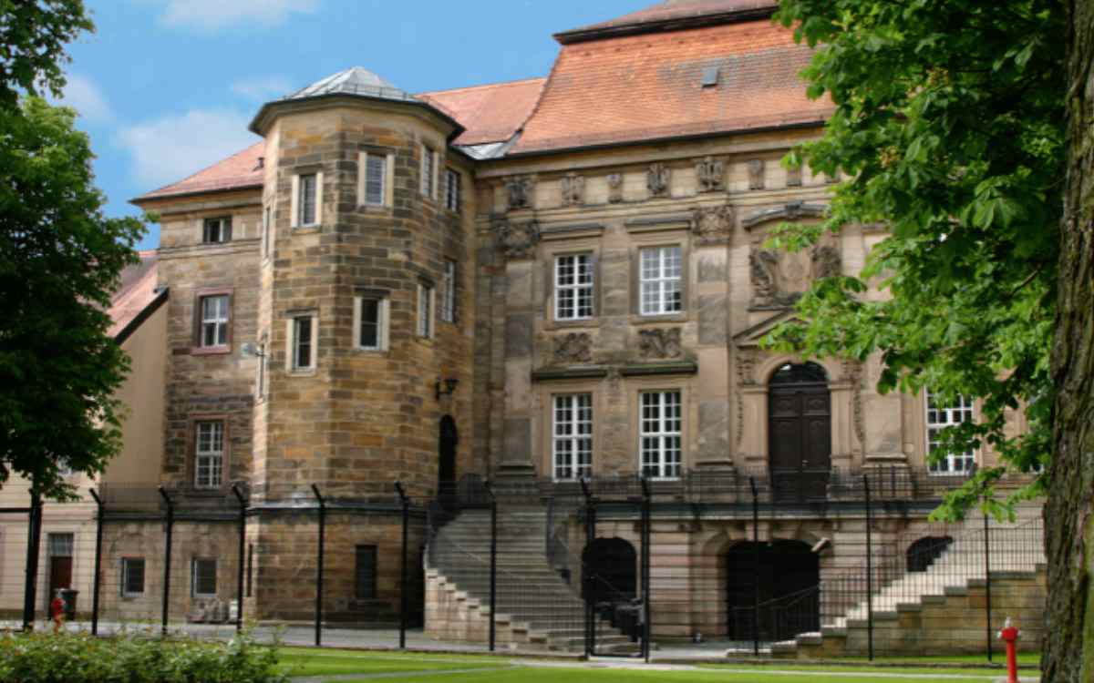 Gefängnis in Bayreuth: Der Innenhof von Haus F - dem Ordensschloss in der Bernecker Straße. Bild: Bayerisches Staatsministerium der Justiz