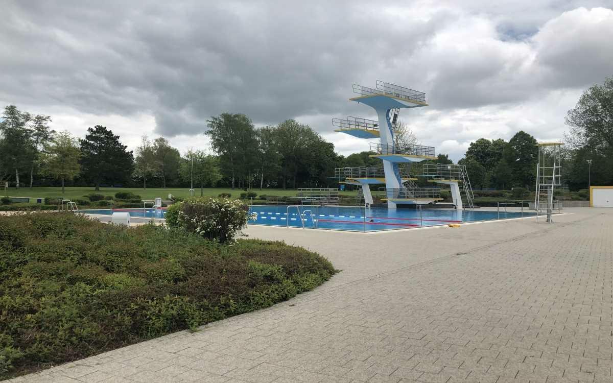 Am Freitag (28.5.2021) hat dasKreuzsteinbad in Bayreuth seine Pforten geöffnet. In der zweiten Badesaison in der Pandemie gibt es Neuerungen. Foto: Raphael Weiß
