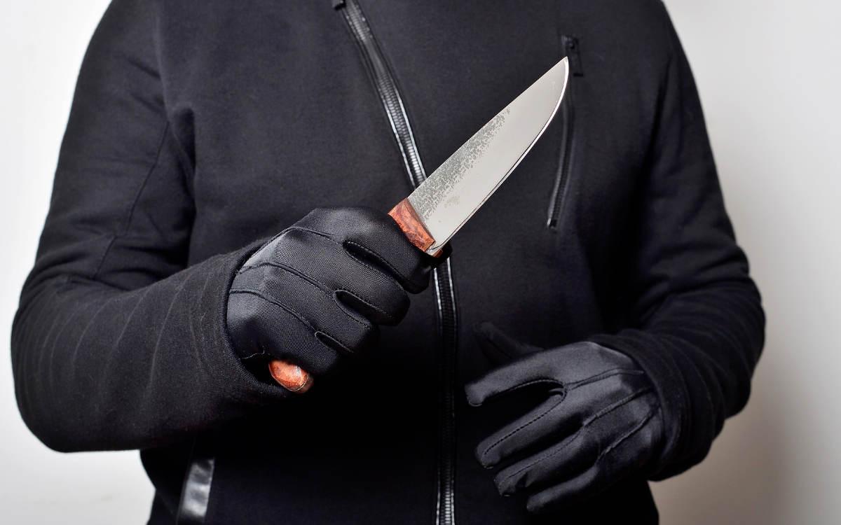 Am Dienstagabend (27.07.2021) wurde ein Taxifahrer von einem Mann mit einem Messer angegriffen und verletzt. Symbolbild: Pixabay