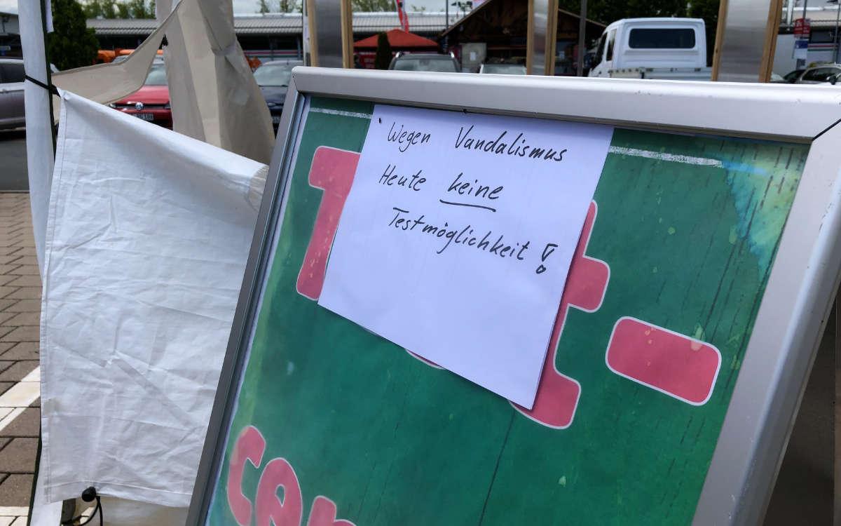 Nach dem Vandalismus am der Corona-Teststation wird dort am 29.5. nicht getestet. Bild: Jürgen Lenkeit