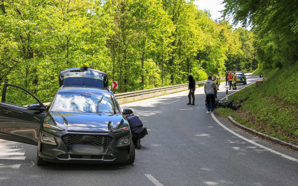 Unfall bei Kasendorf im Kreis Kulmbach: 16-Jähriger Biker verletzt. Foto: NEWS5/ Merzbach