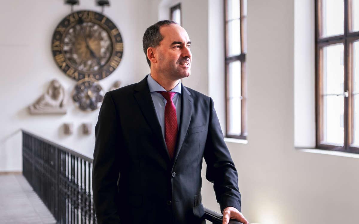 Bayerns Wirtschaftsminister Hubert Aiwanger ist für weitere Corona-Lockerungen in Bayern. Foto: © StMWi