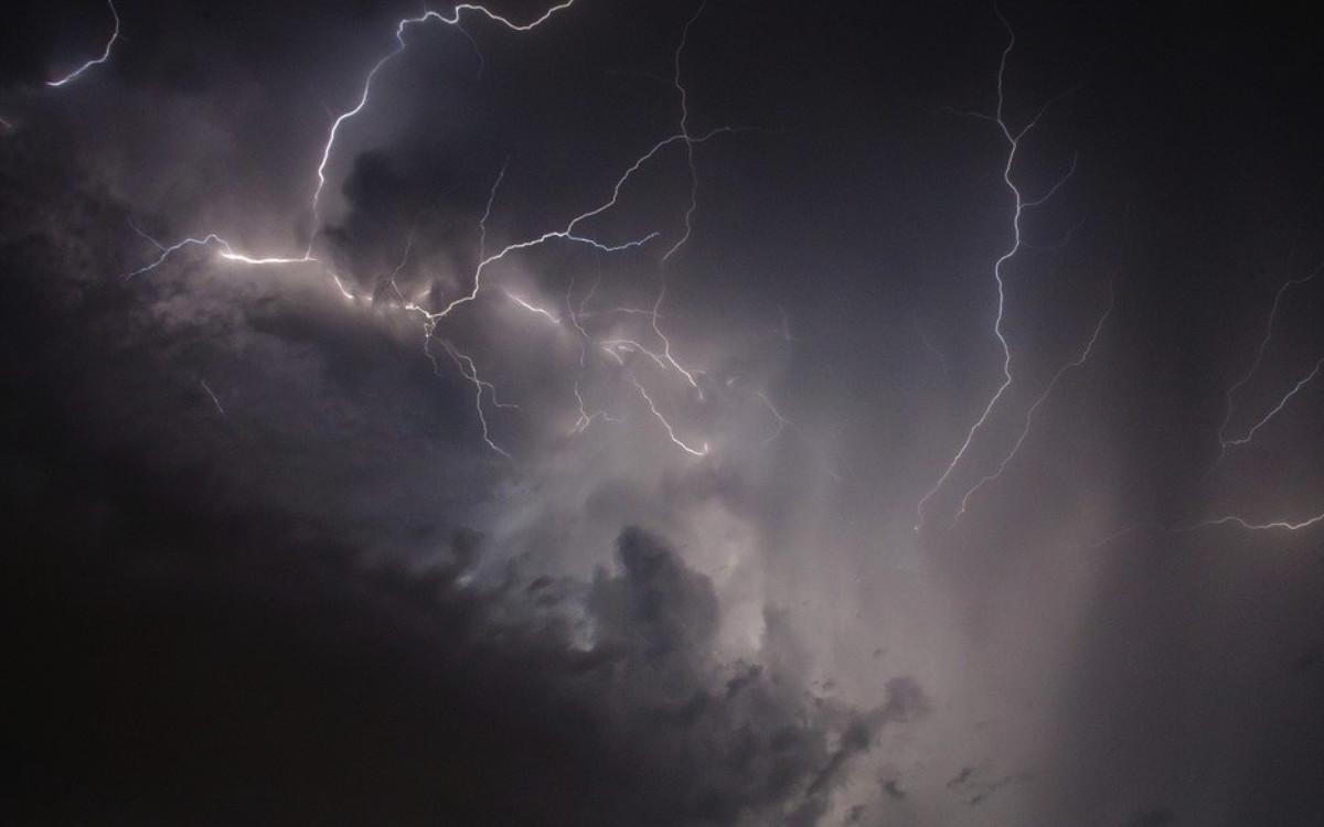 Der DWD warnt nun in Bayern vor Dauerregen. Tief