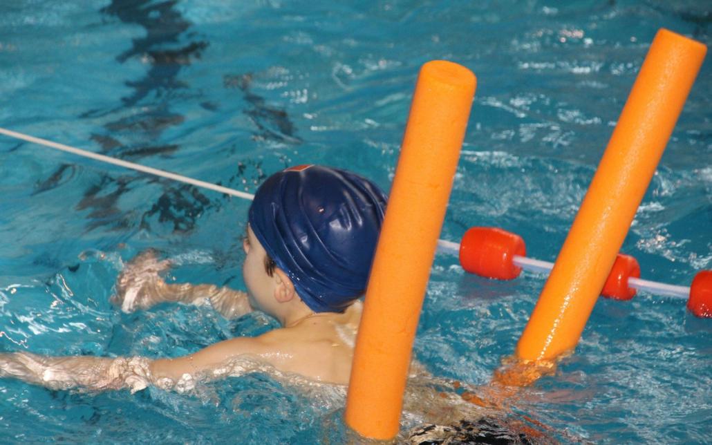 Erstklässler und Vorschüler in Bayern sollen Gutscheine für Schwimmkurse erhalten. Foto: pixabay