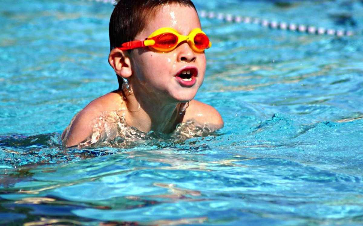 Im Landkreis Bayreuth soll es mehr Schwimmkurse geben - dafür soll auch Geld vom Landkreis in die Hand genommen werden. Symbolfoto: Pixabay