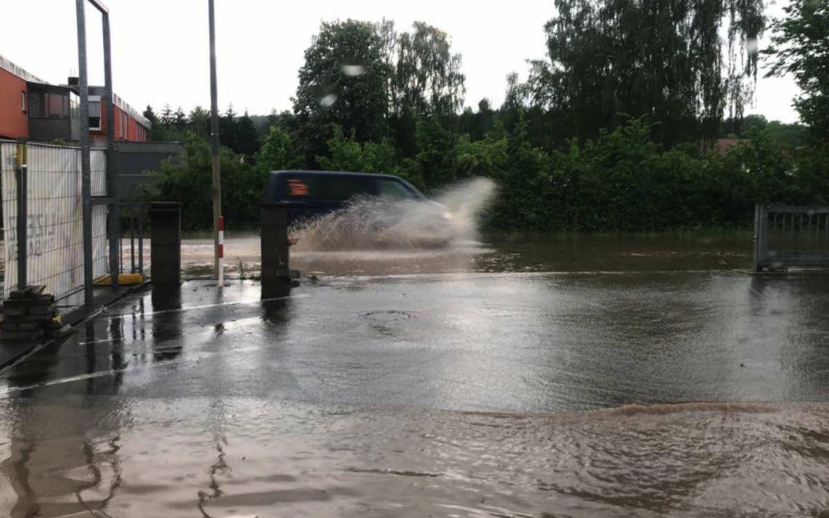 Wetter-Chaos in Bayreuth. Straßen sind überschwemmt. Foto: Privat