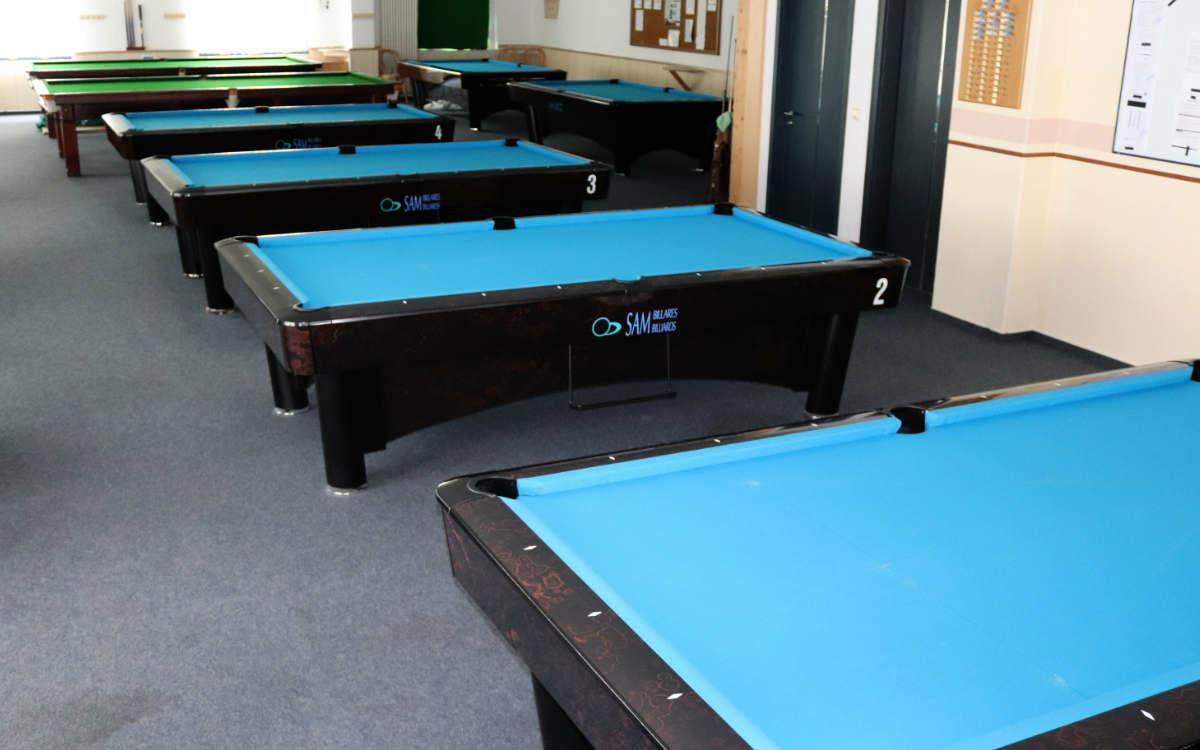 Die Billardtische beim Achterball-Club Bindlach vor der Überschwemmung. Bild: privat